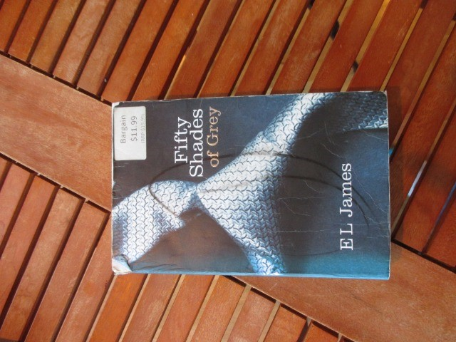 Books & Stationery Books Fiction & Literature : Fifty Shades of Gray bu EL James, Second hand Book, Paperback